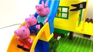 DOBLE DIVERSION CON DOBLE TOBOGAN EN EL JARDIN DE PEPPA PIG CON GEORGE MAMA PIG Y PAPA PIG thumbnail