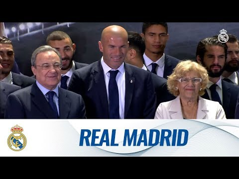 Real Madrid present their 33rd league title to the madridistas!