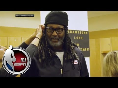 Karl Malone hilariously pranks Anthony Davis during photo shoot | ESPN
