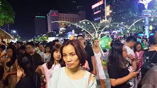 """Tết Mậu Tuất 2018 Đường Hoa Nguyễn Huệ """"Kẹt Cứng"""" vì dòng người Sài Gòn đổ về vui chơi Tết"""