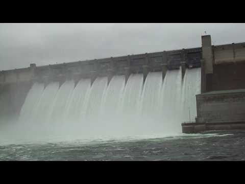 Table Rock Dam Overflows