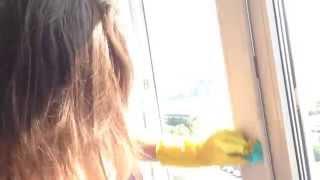 Как отмыть окна от скотча - чем оттереть липкий клей от пластиковых окон(На пластиковых окнах был приклеен прозрачный клейкий скотч. Как отмыть скотч от пластика? Очистить пластик..., 2014-08-11T16:23:33.000Z)