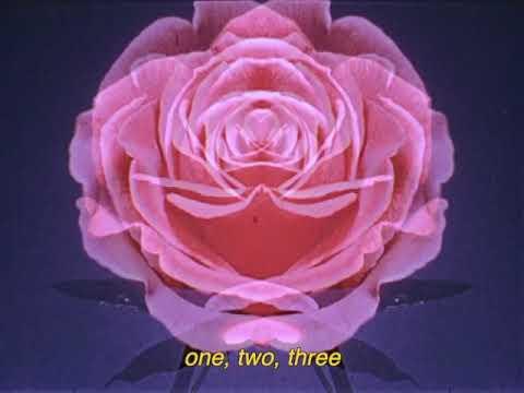 """Varley """"One Two Three"""" - La fatica di essere sé stessi nell'epoca dei social"""