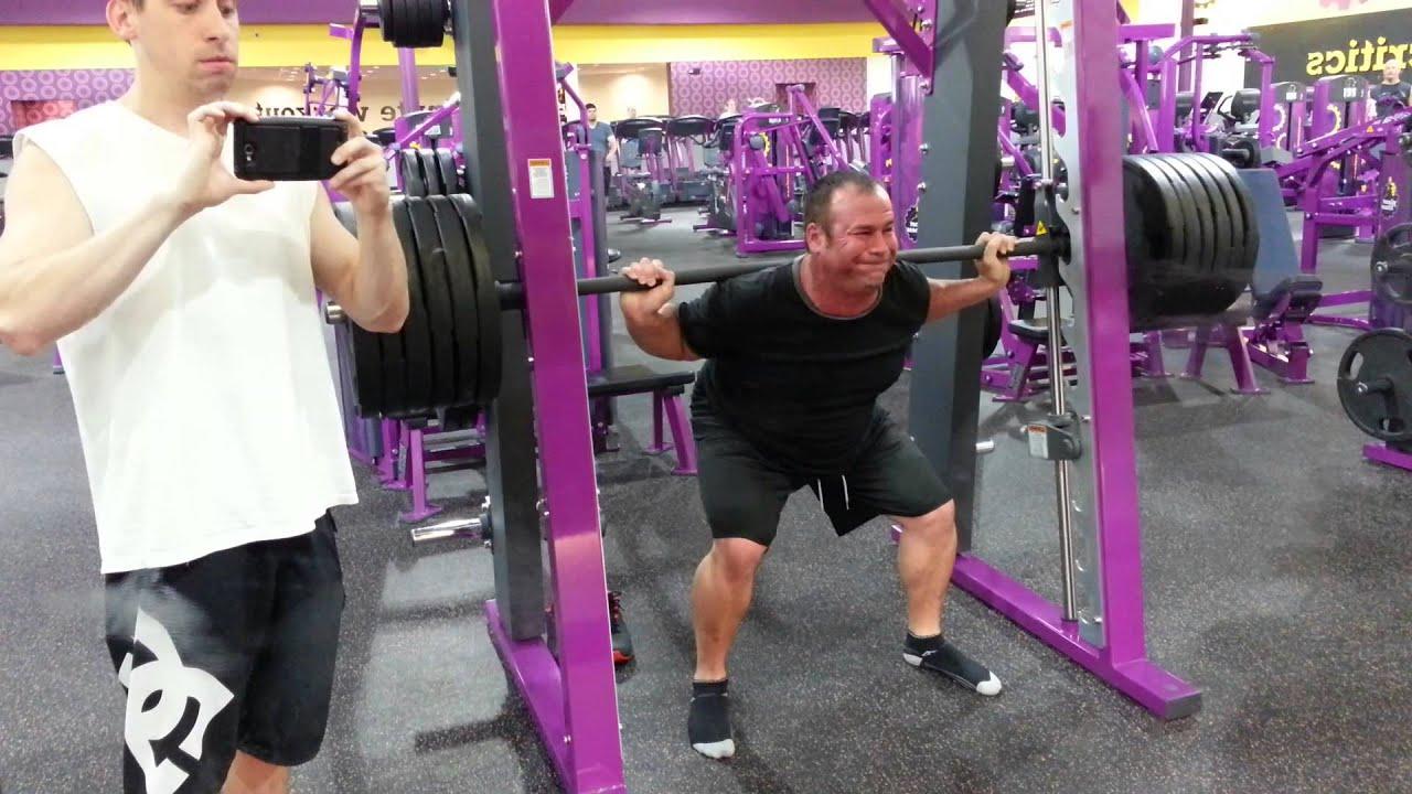 planet fitness 560lb smith squat