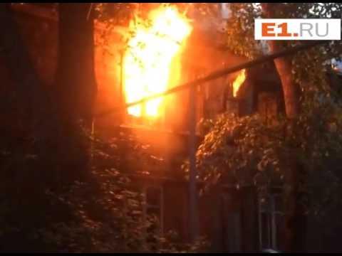 На переулке Переходном горит двухэтажный дом