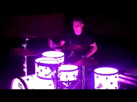 My new glowing drums... - YouTube
