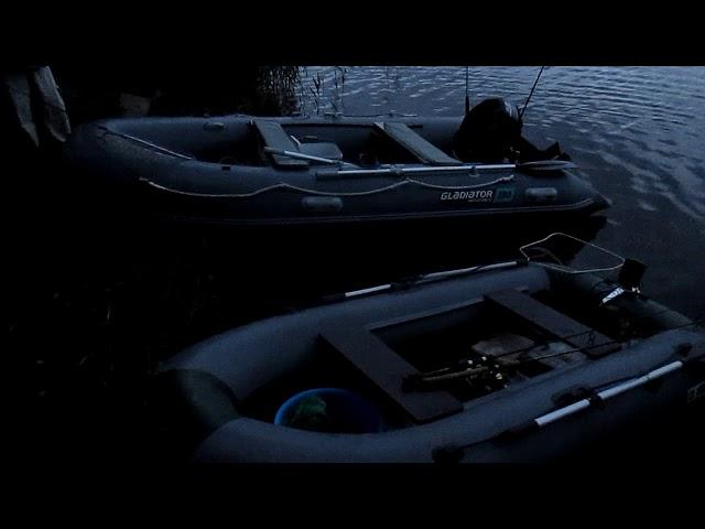 спуск лодок на воду утром