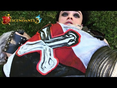 Descendants 3 | Descendientes 3 | The Cast Vol. 21