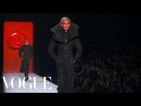 Fashion Show - Viktor & Rolf: Fall 2011 Ready-to-Wear
