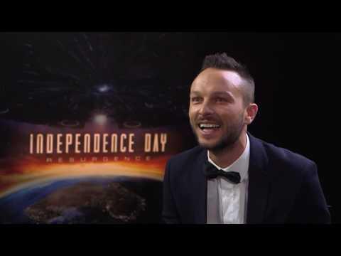 Jeff Goldblum & Liam Hemsworth Independence Day Interview