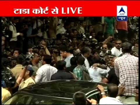 Sanjay Dutt is mobbed as he reaches TADA court