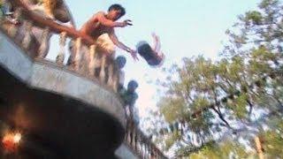 Brutalität im Namen des Glaubens / Hindu-Priester werfen Babys vom Dach
