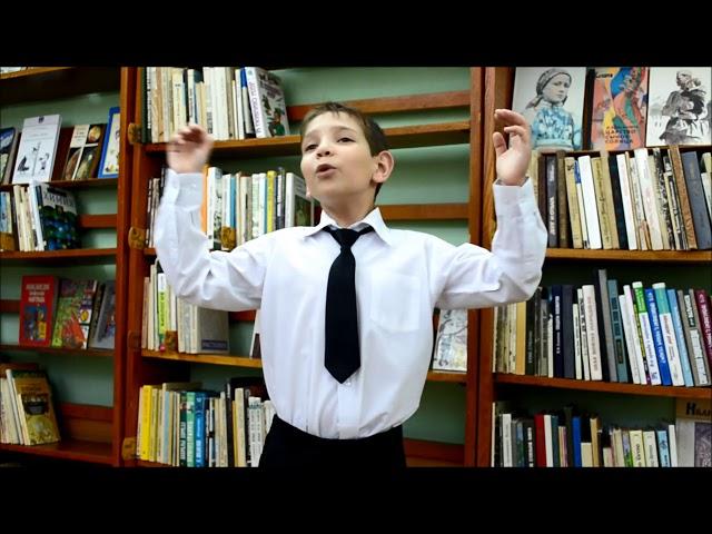 Изображение предпросмотра прочтения – АлександрДубинчик читает произведение «Что ты мне подаришь, лето?..» (Орлов Владимир)