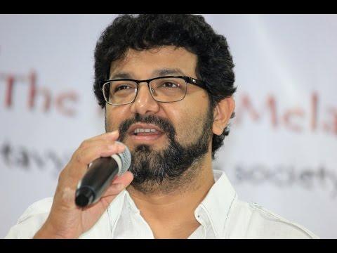 Avadhoot  Gupte Singing Jai Jai Maharashtra Maaza