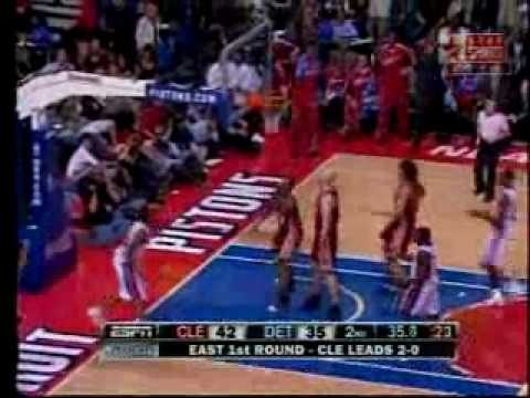 Clevland Cavaliers Detroit Piston Game3 2008/09 Playoofs The big Z in transition