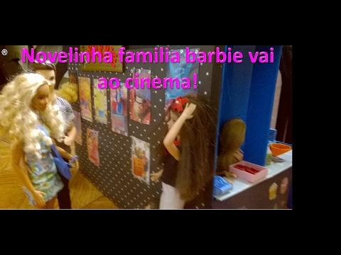 Novelinha familia barbie vai ao cinema (Little barbie family goes to the movies)