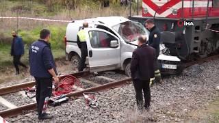 Hemzemin Geçitte Tren Otomobili Biçti: 2 Yaralı
