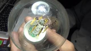 Светодиодная лампа Маяк E2-002F6W филамент(Лампа светит на 95 Lux, что ярче, чем лампа накаливания 60 Вт (76 Lux). Через 1 час работы яркость не изменилась. Ламп..., 2015-11-13T10:03:53.000Z)