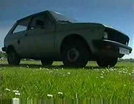 Jeremy Clarkson destroying Yugo 45 & Volvo
