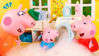 Peppa Pig Toys 🐷 Bubbles and soap all over the house! 😆