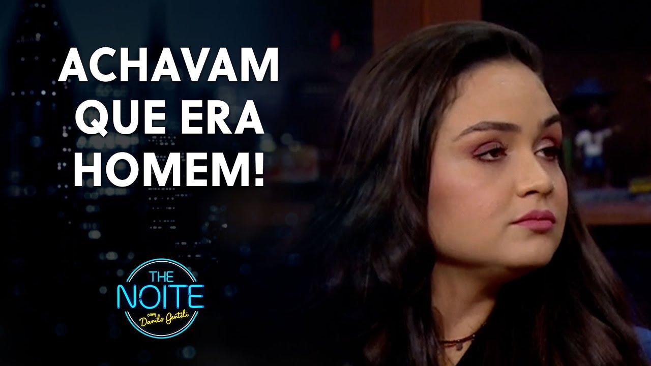 Luiza explica o motivo de ter a voz grossa | The Noite (21/07/21)