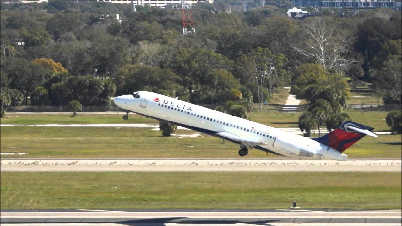 Delta Airlines Boeing 717200 takeoff from Tampa Airport