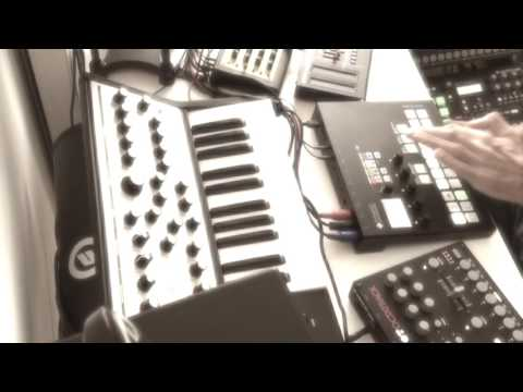 Bells of the 80s (Live Performance #001 with Pyramid, Elektrons and many more)