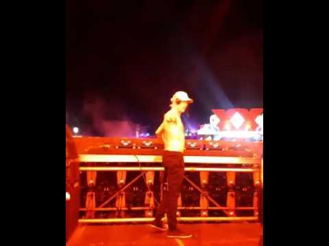 Diplo / Major Lazer en Beyond Wonderland tocando el remix de Noizekid - Bad Bunny - Me Llueven