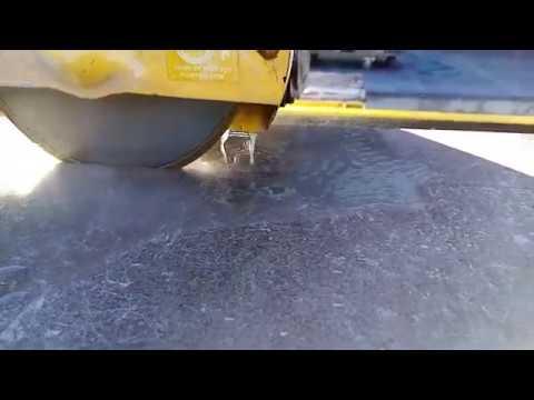 Comment couper un carrelage sans faire de poussière . - YouTube