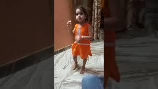 Yeah ladki bhoot high dancer h