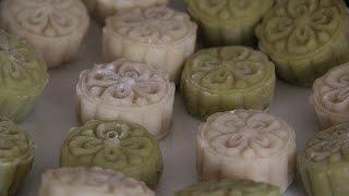 How to make snow skin mooncakes 冰皮月饼 [English/Chinese SUB]