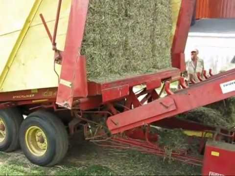 NH bale wagon single bale unload