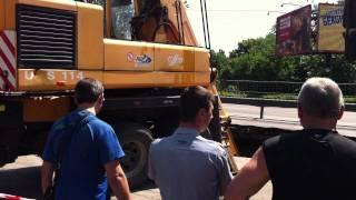 Провал дороги. Киев, ул. Е. Телиги провалился асфальт Ч2(, 2011-07-10T15:26:24.000Z)
