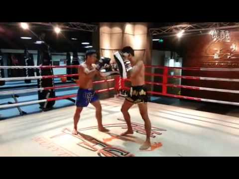 Muay Thai Champion Rungrawi Kickpad Work