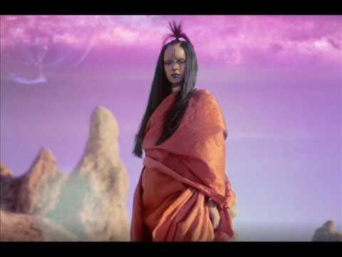 Rihanna - Sledgehammer  (Bass...