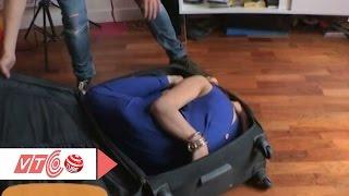 Sửng sốt cô gái gấp gọn người trong vali   VTC