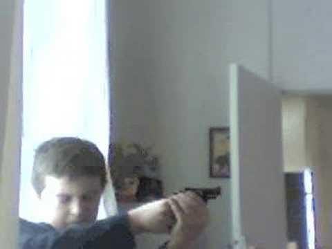 mon tir avec un pistolet en plastique