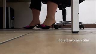 mules under table, Stilettowoman bbw
