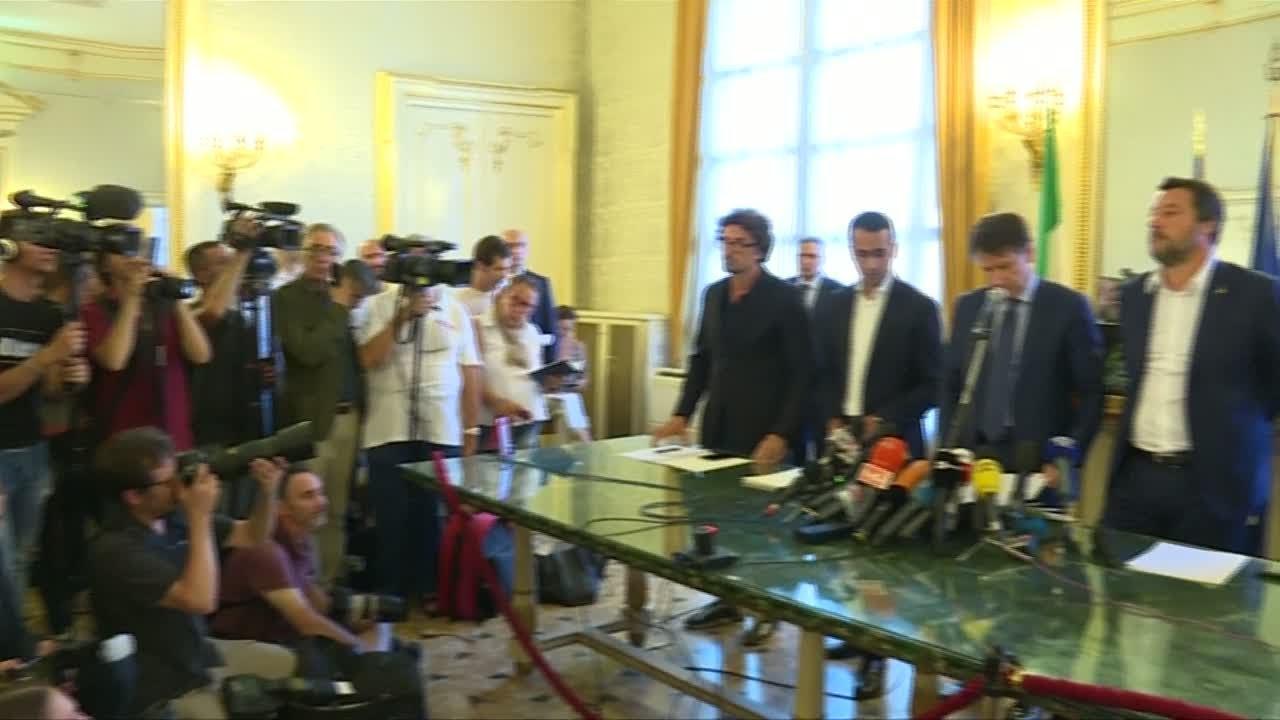 فرانس 24:Italy bridge collapse: Rescue efforts continue as government search for whom to blame