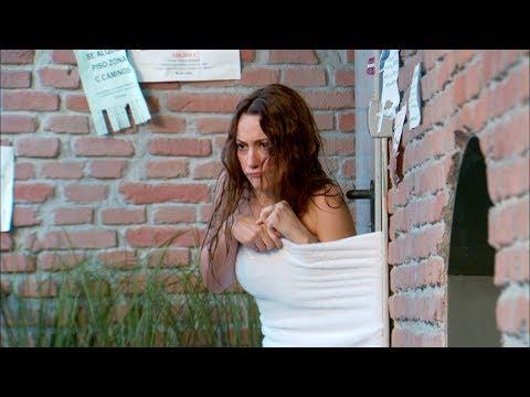 Bienvenidos al Lolita - Violeta se queda en la calle casi desnuda