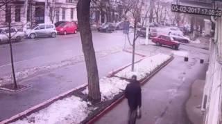 ДТП на Малой Арнаутской: появилось видео(Появилось видео масштабного ДТП на Малой Арнаутской в Одессе, которое произошло 5 февраля. Подробнее - https://g..., 2017-02-06T09:24:58.000Z)