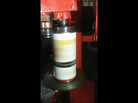 Paper can seaming machine and other can seaming machine