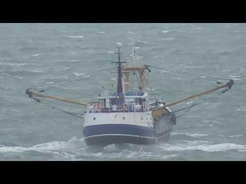 BM225 Leaving Brixham Harbour 28/11/2016