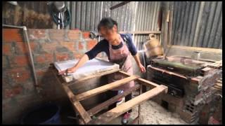 Người Việt làm bánh phở tại Bolivia