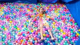 Làm Bể Bơi Siêu To Trong Nhà ❤ Với 100 Quả Bóng Bay Nước - Trang Vlog