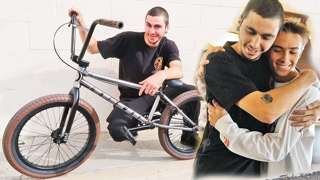surprised-cousin-with-dream-bmx-bike-heartwarming