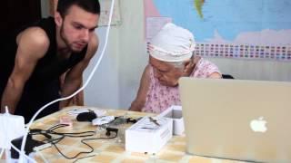 Телефон, который можно носить на руке. Прототип и сенсационные подробности! Бабушка одобляет!