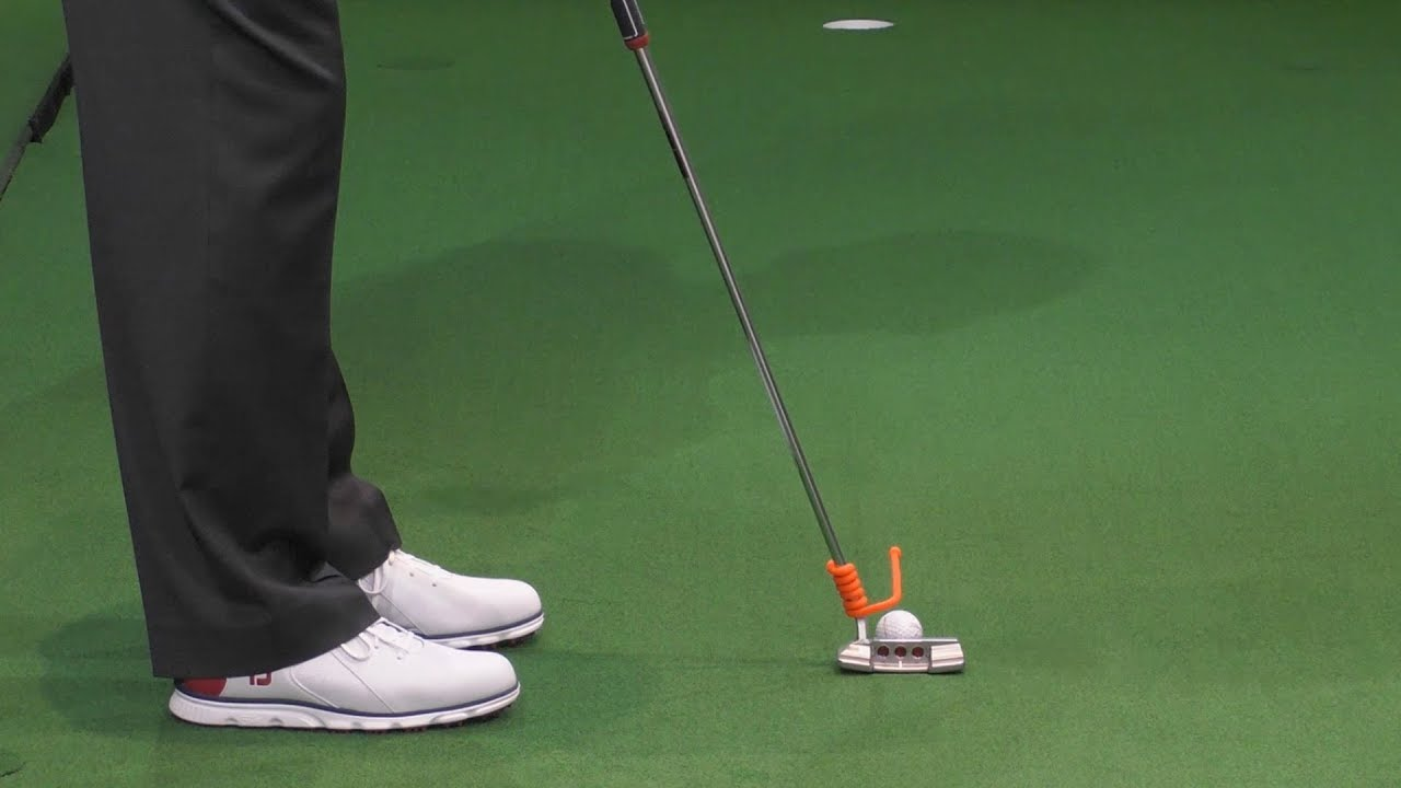 Quick Tips: Proper Aim on the Putting Green