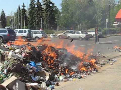 Видео как горят мусоровозы