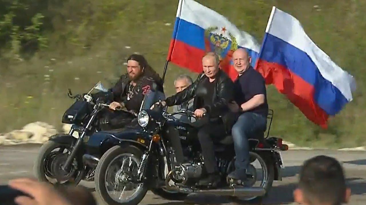 Путин в Крыму пообщался с байкерами